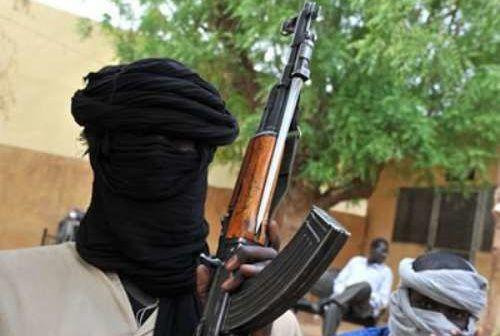 Bandits brandishing guns
